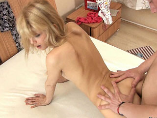 Cute blonde babe with scrupulous fat ass getting anal gaped fast